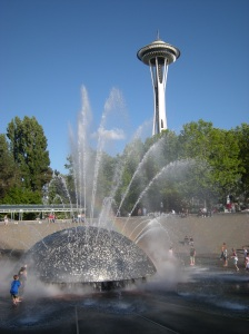 Seattle_-_International_Fountain_&_Space_Needle